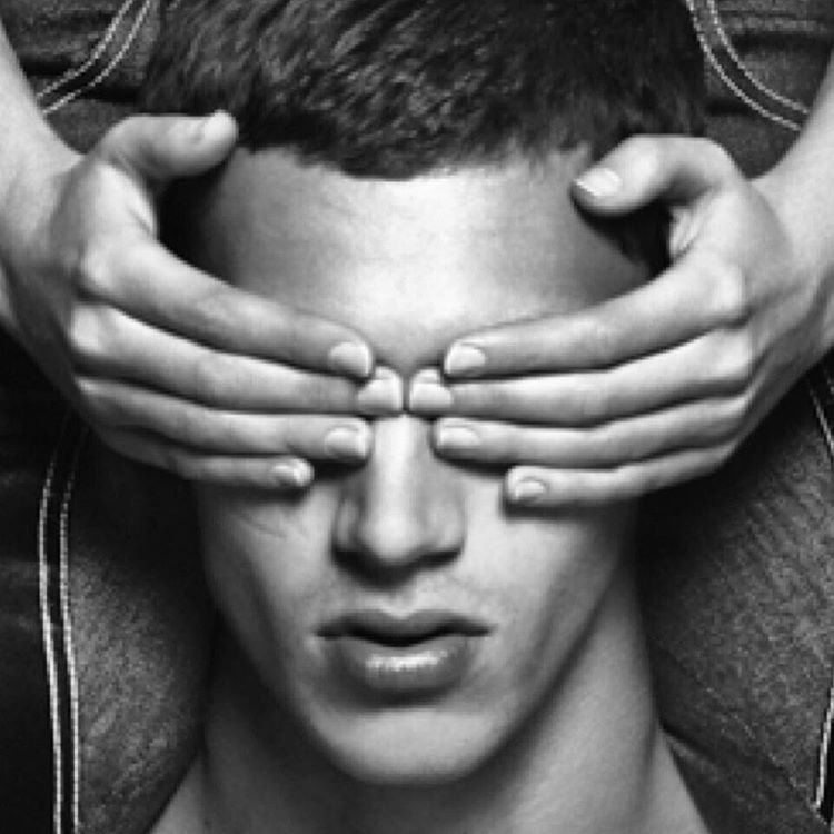 Первые кадры: Обнаженная Кэндис Свенйпол в рекламе денима Givenchy