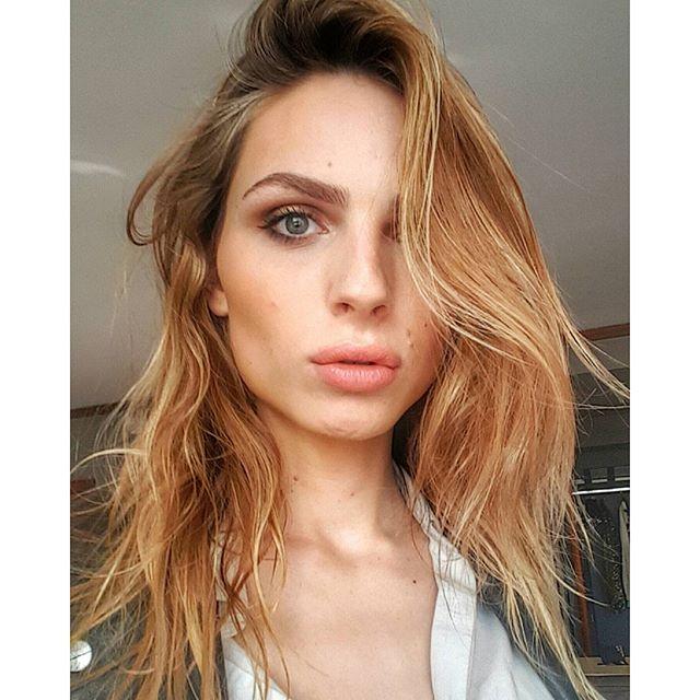 Секреты красоты Андреи Пежич: макияж до смены пола, контурирование груди и чай для идеальной кожи