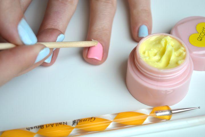лепка пластилином на ногтях фото