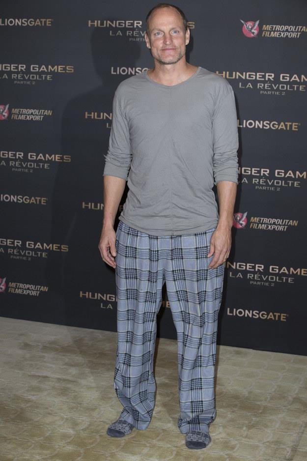 Образ дня: Вуди Харрельсон пришел на премьеру фильма в пижаме