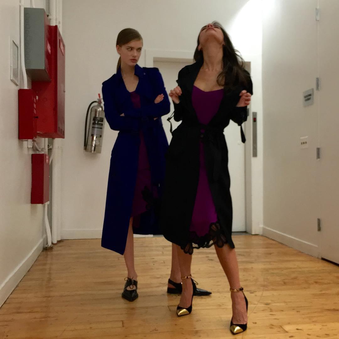 Образ дня: Виктория Бекхэм в образе total look Victoria Beckham