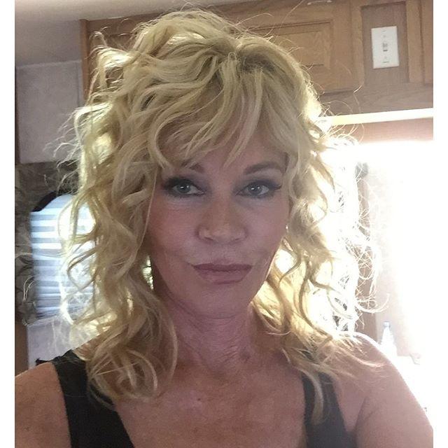 А вот и я, мне 58: Мелани Гриффит выложила селфи без фильтров всем врагам назло