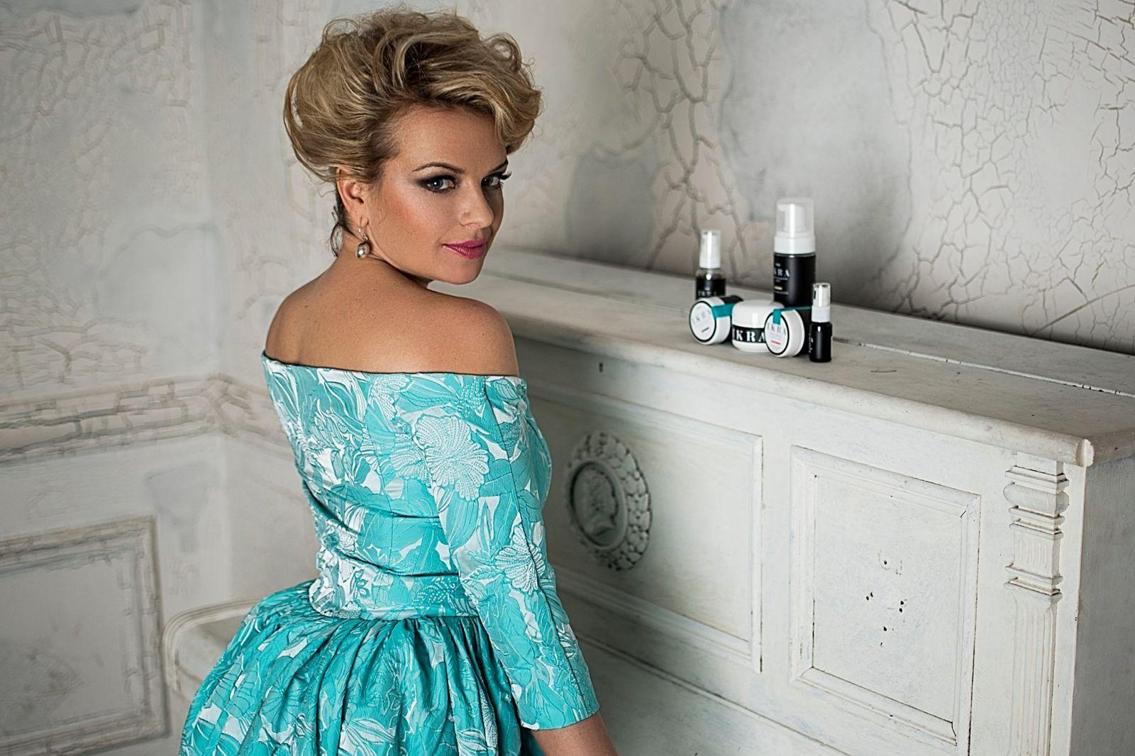 Знай наших: актриса Ирма Витовская стала лицом украинской косметики премиум класса IKRA