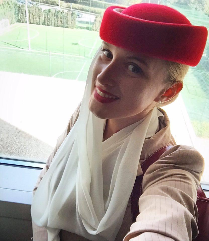 Небо, самолет, девушка: стюардесса рассказала о косметике для работы и жизни
