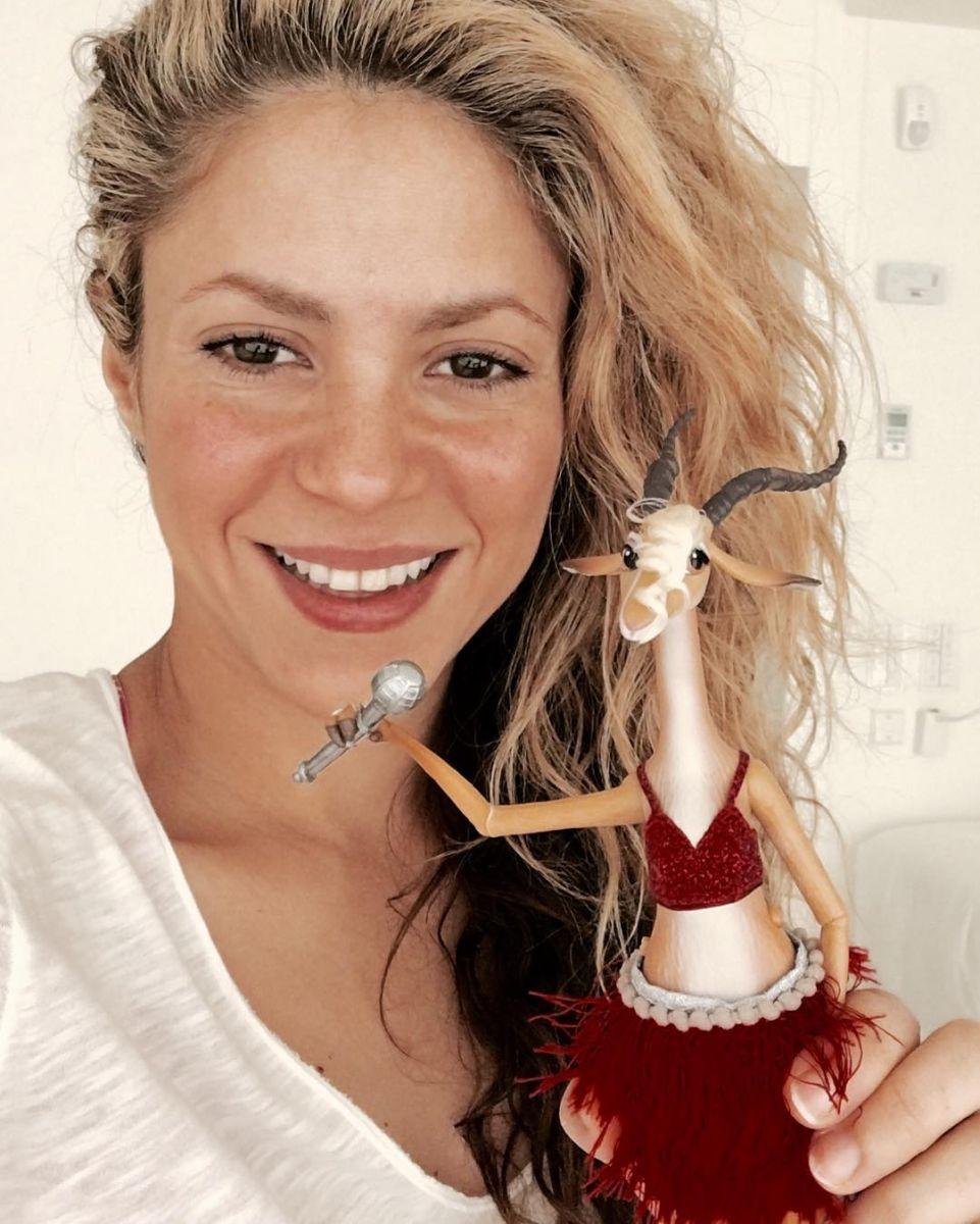 Образ дня: Шакира в маленьком розовом платье на премьере в Лос-Анджелесе