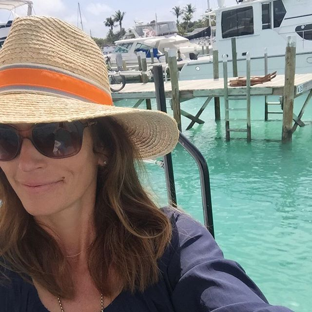 Фигуристая семейка: Синди Кроуфорд с дочкой Кайей и сыном Пресли хвастаются отличной физической формой на Багамах
