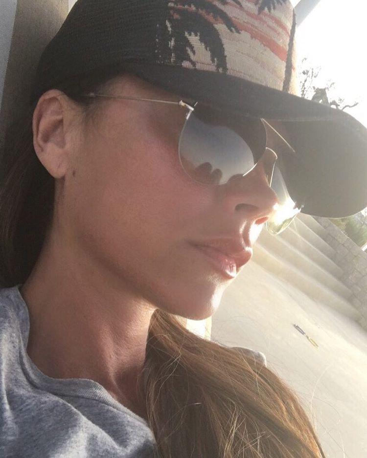 Отпускница: Виктория Бекхэм в летних нарядах наслаждается отдыхом фото
