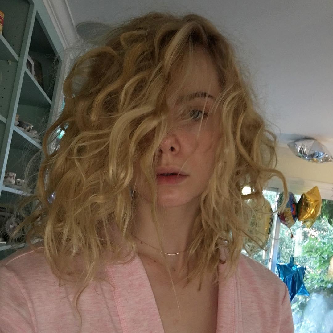 А вам слабо? 18-летняя актриса Эль Фэннинг покрасилась в розовый