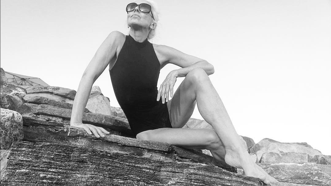 Загар голышом и еще кое-что: 61-летняя модель раскрыла секреты стройности и молодости