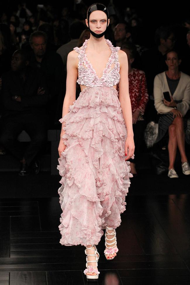 Божественна: Диана Крюгер вышла в свет в фантастическом платье от  Alexander McQueen