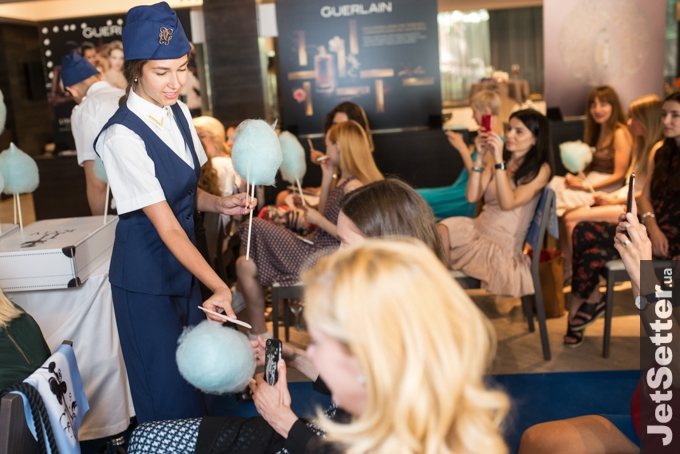 Добро пожаловать на борт Guerlain Airlines: презентация аромата La Petite Robe Noire Intense