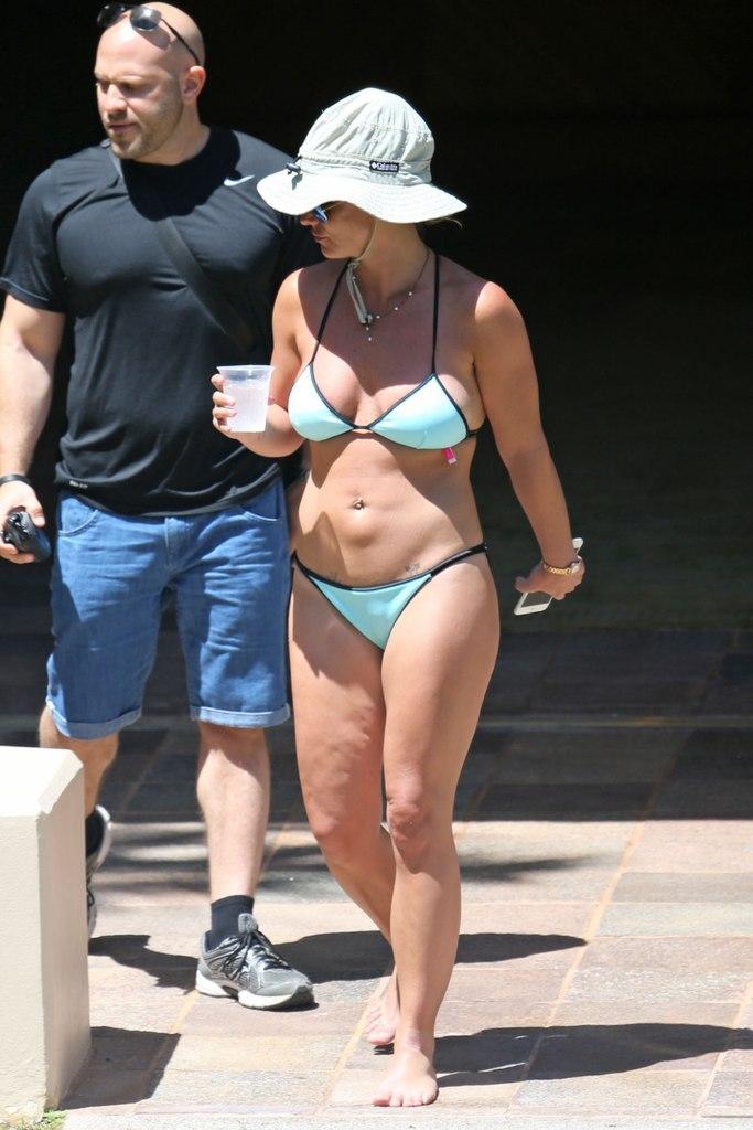 Фотофакт: Бритни Спирс шокировала обвисшей фигурой в бикини