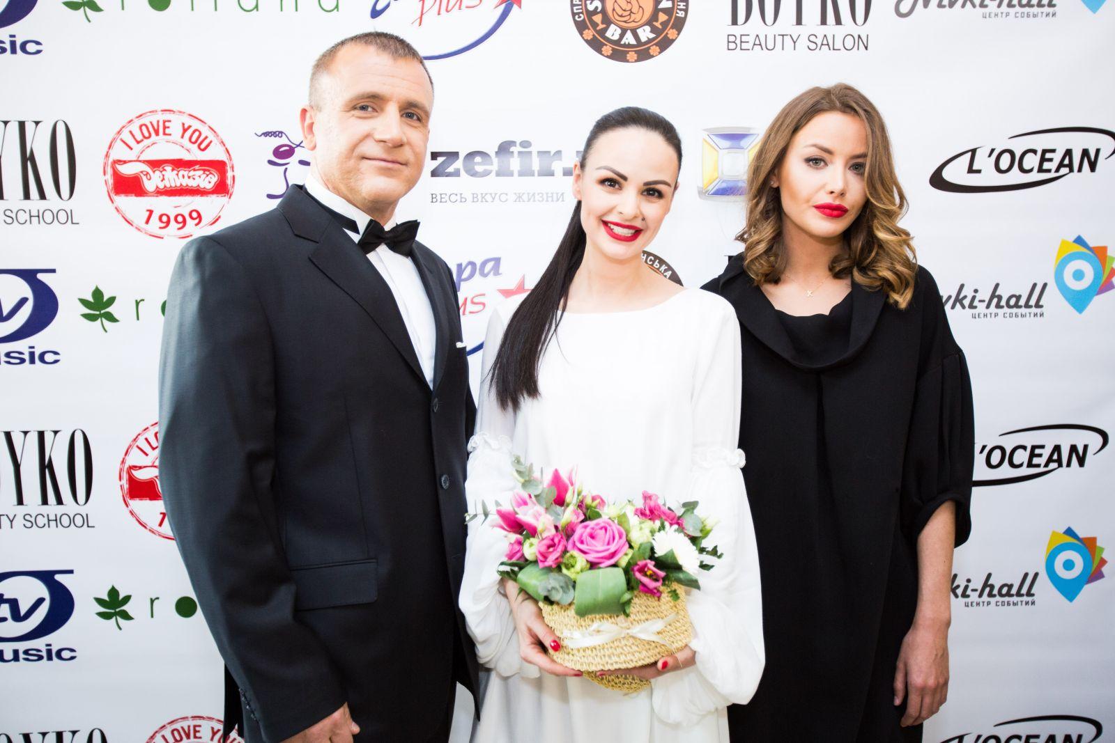 Голливудские звезды Дэниел Крейг и Анджелина Джоли посетили Boyko Beauty Salon