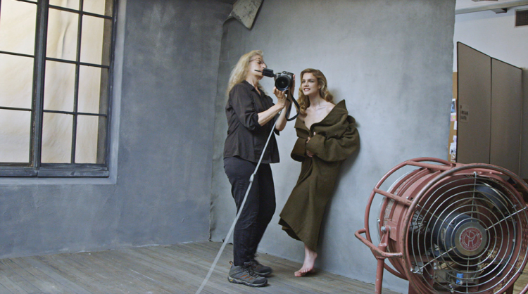 Первые кадры: обнаженные Серена Уильямс, Эми Шумер, Наталья Водянова на страницах Pirelli 2016