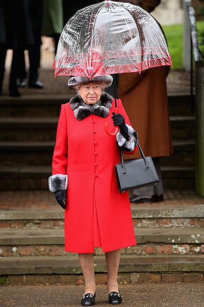 Образ дня: рождественская Кейт Миддлтон в кругу королевской семьи