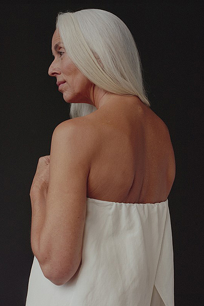 Пожилая красавица: 60-летняя модель снялась в рекламной кампании купальников