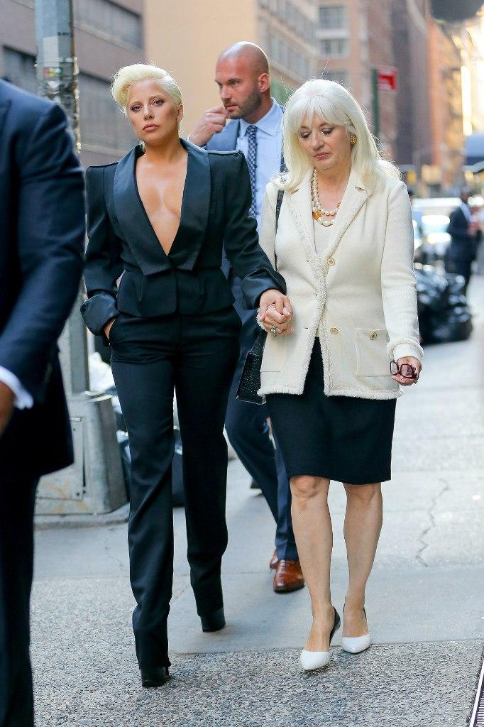 Фотофакт: Леди Гага шокировала растяжками на теле