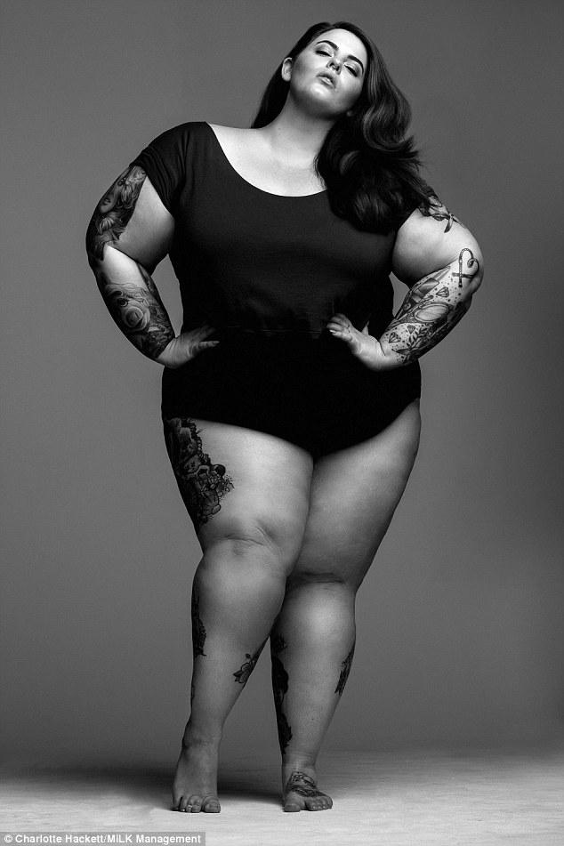 Знаменитая пышка: plus-size модель Тесс Холлидей показала много тела
