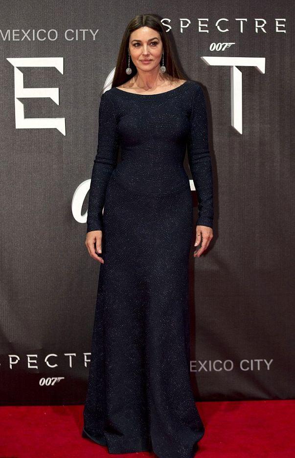 Моника Беллуччи в роскошном платье от Azzedine Alaïa на премьере в Мехико. 3 ноября 2015.