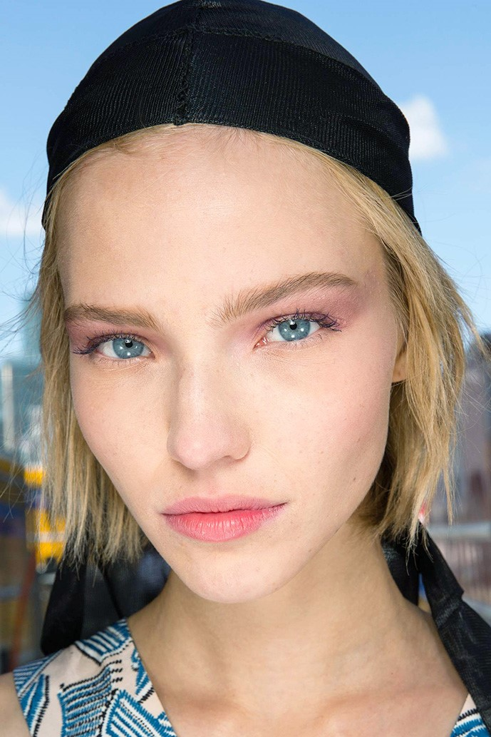 Цветные веки - тренд макияжа на лето 2015