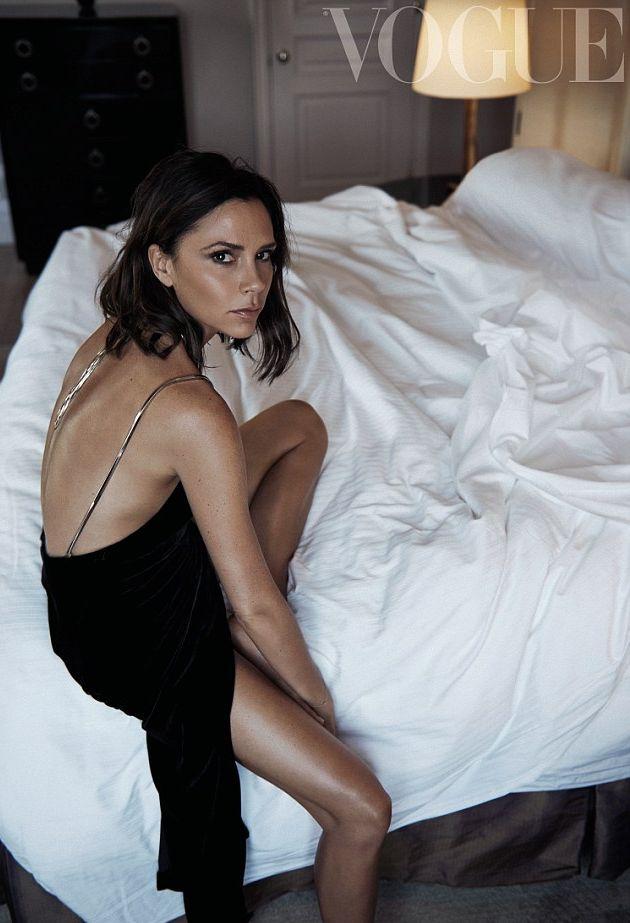Виктория Бекхэм снялась в элегантной фотосессии для Библии моды Vogue (ФОТО)