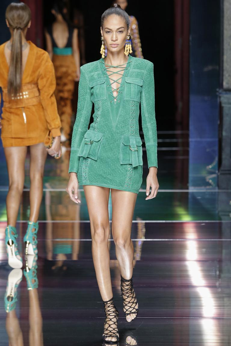 Кожа, оборки, it-girls: Balmain представили коллекцию весна-лето 2016