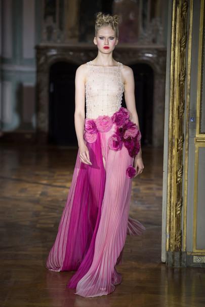 Анти-образ дня: Майли Сайрус шокировала платьем от Ulyana Sergeenko