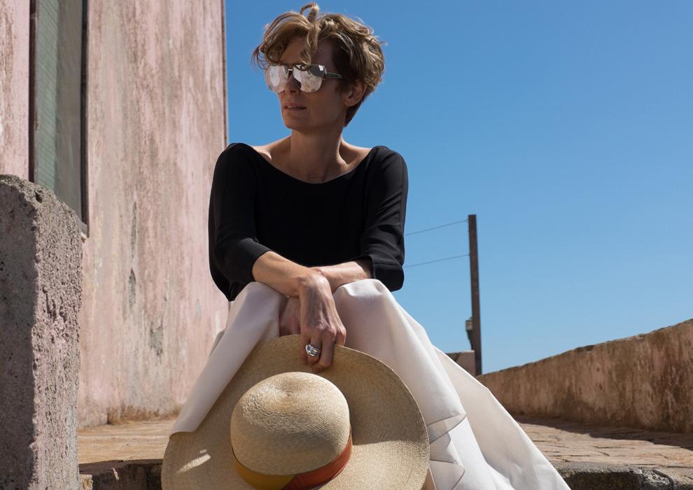 Больше не блондинка: Тильда Суинтон перекрасилась в русый