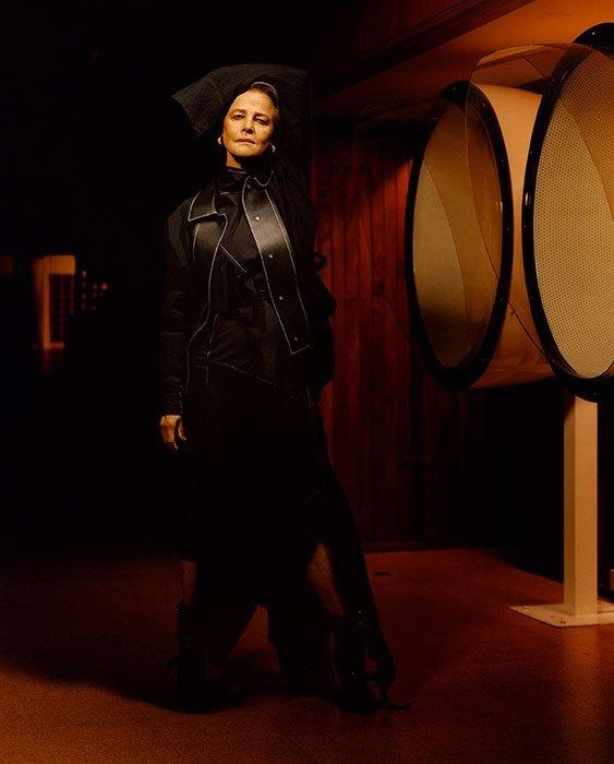 Неподражаемая Шарлотта Рэмплинг стала лицом испанского бренда Loewe (ФОТО)
