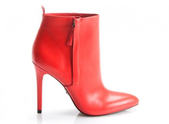 Камерон Диас представила первую коллекцию обуви.