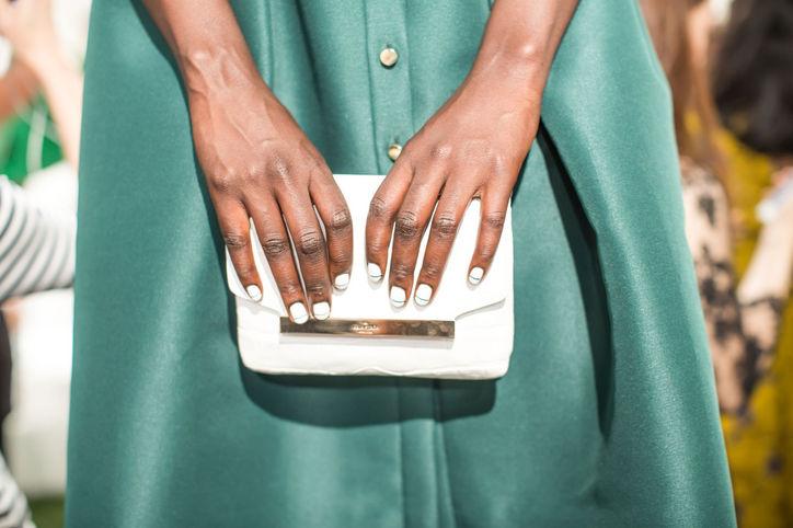 Монохромный маникюр как на fashion-шоу Kate Spade New York