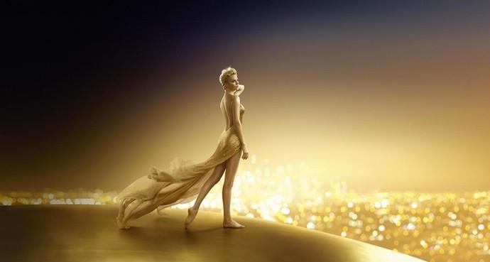 Золотая женщина: Шарлиз Терон блистает в рекламе парфюме