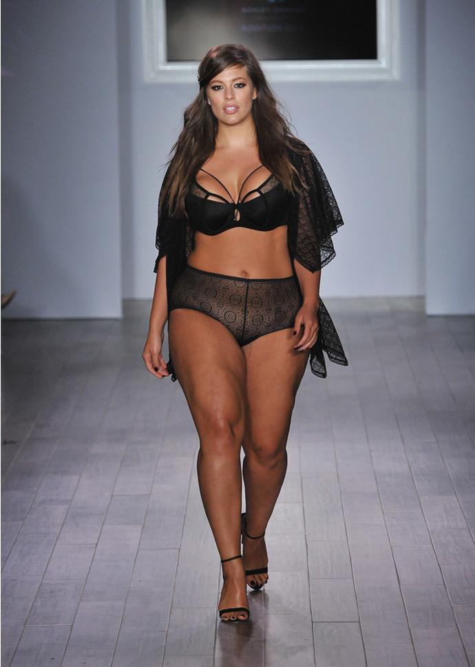Эшли Грэм представила линию нижнего белья для пышек