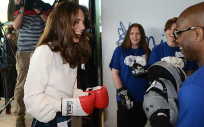 Образ дня: элегантная Кейт Миддлтон в лодочках попробовала себя в боксе