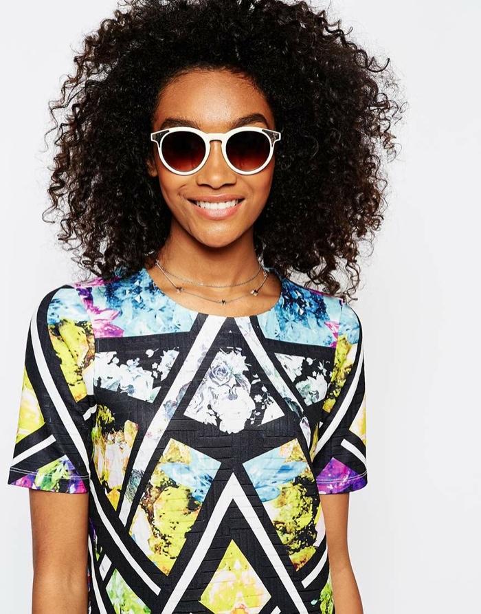 Круглые солнцезащитные очки с металлическими уголками от ASOS. Цена: $21.75