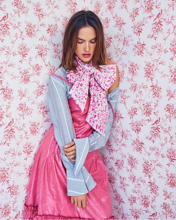 Аляповато: новая фотосессия Алессандры Амбросио для бразильского Vogue