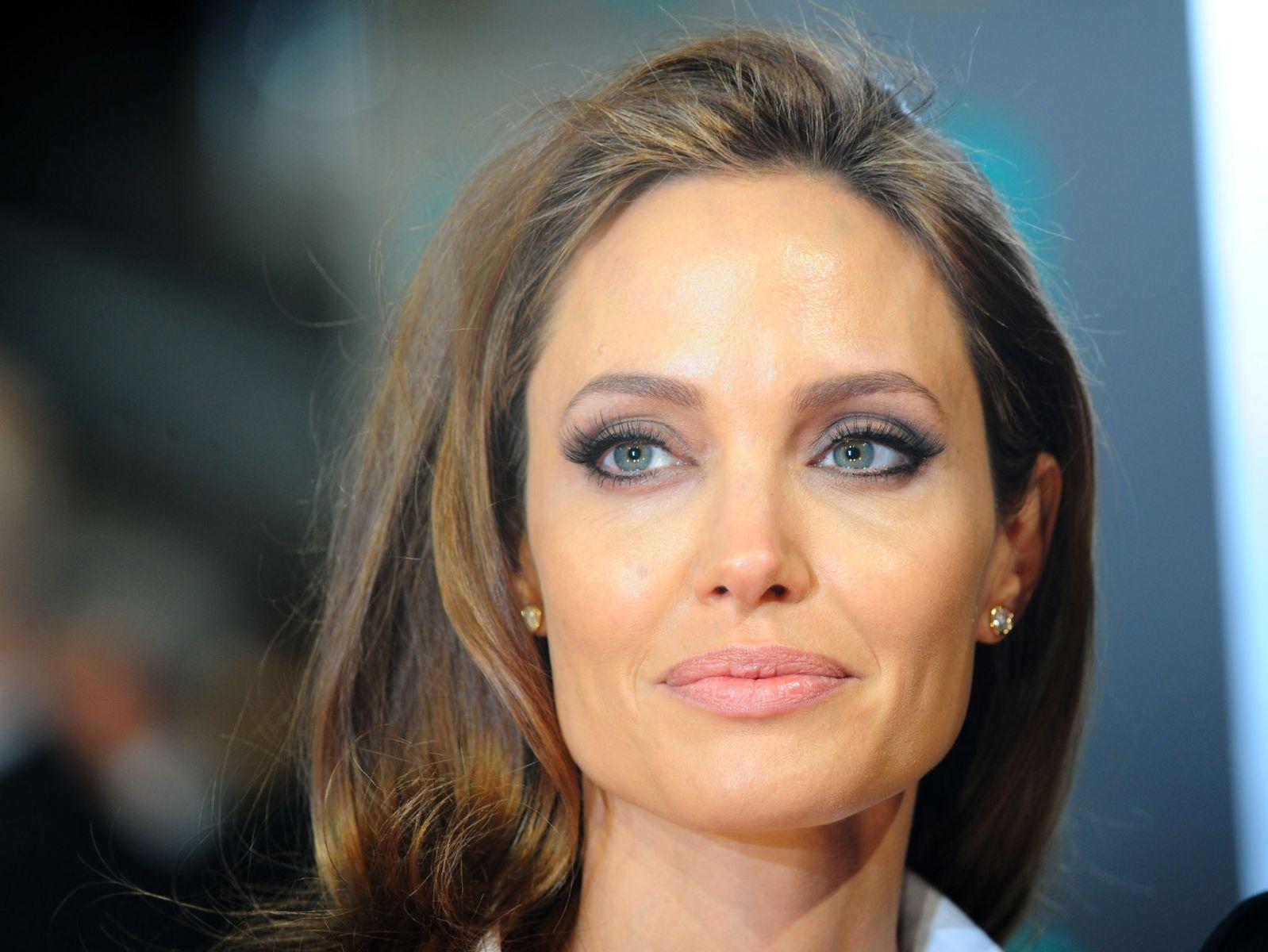 Естественная красота – главное оружие Анджелины Джоли