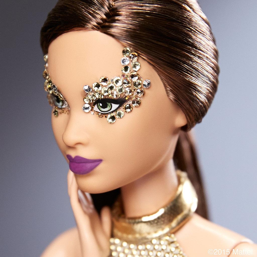 Ах, какая куколка: Барби примерила бьюти-образы Недели моды в Париже