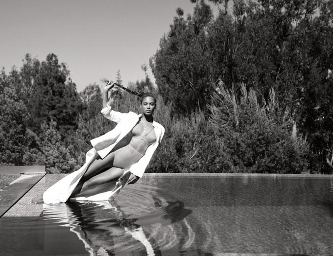 Идеальные пропорции: Бейонсе в нижем белье для Flaunt magazine