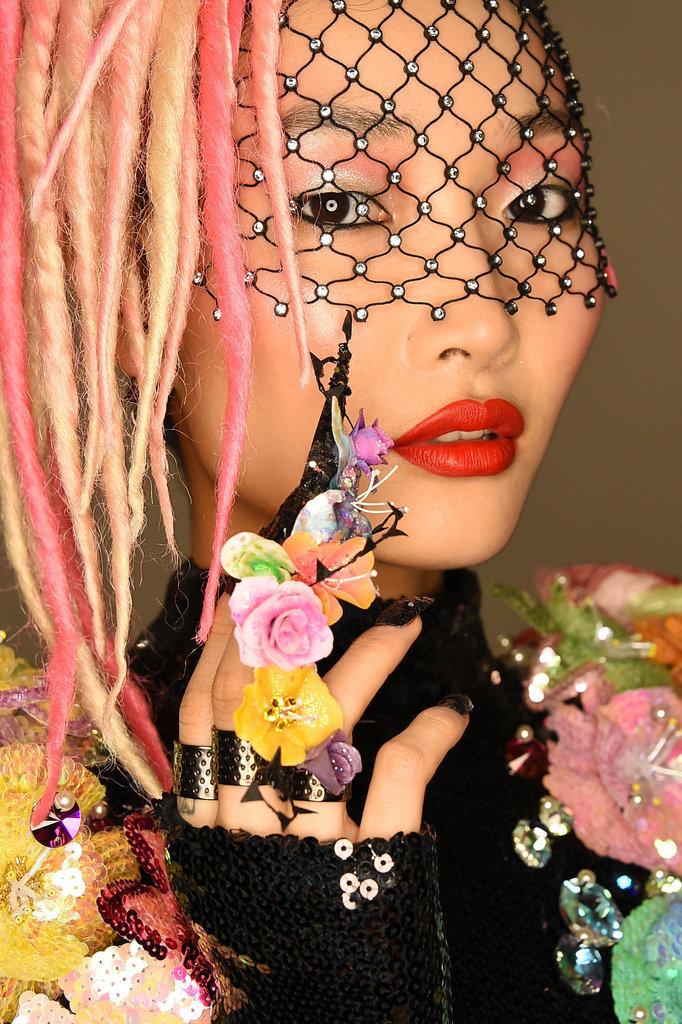 Ногти как искусство:12 художников от CND 900 часов создавали маникюр для моделей показа The Blonds!