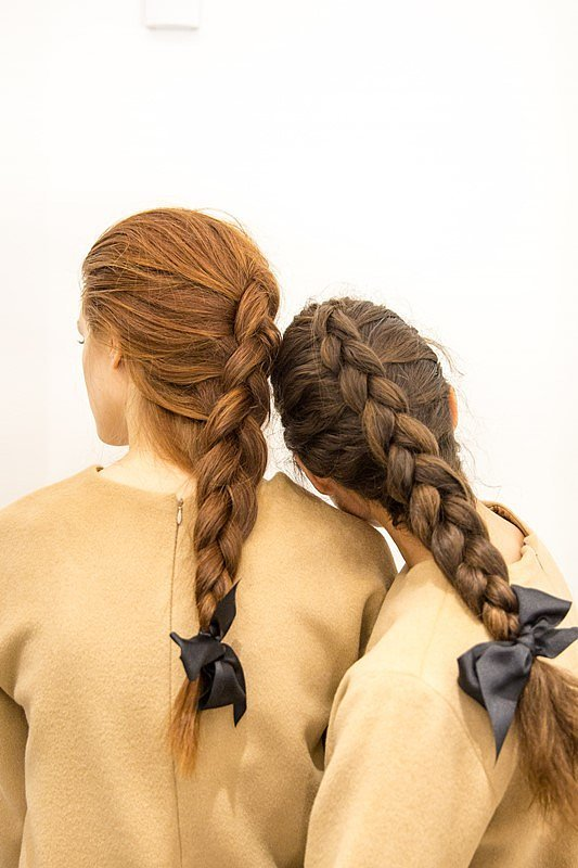Все переплетено: 17 лучших вариантов кос Недели моды в Нью-Йорке