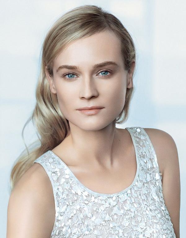Диана Крюгер представляет уникальный продукт от Chanel