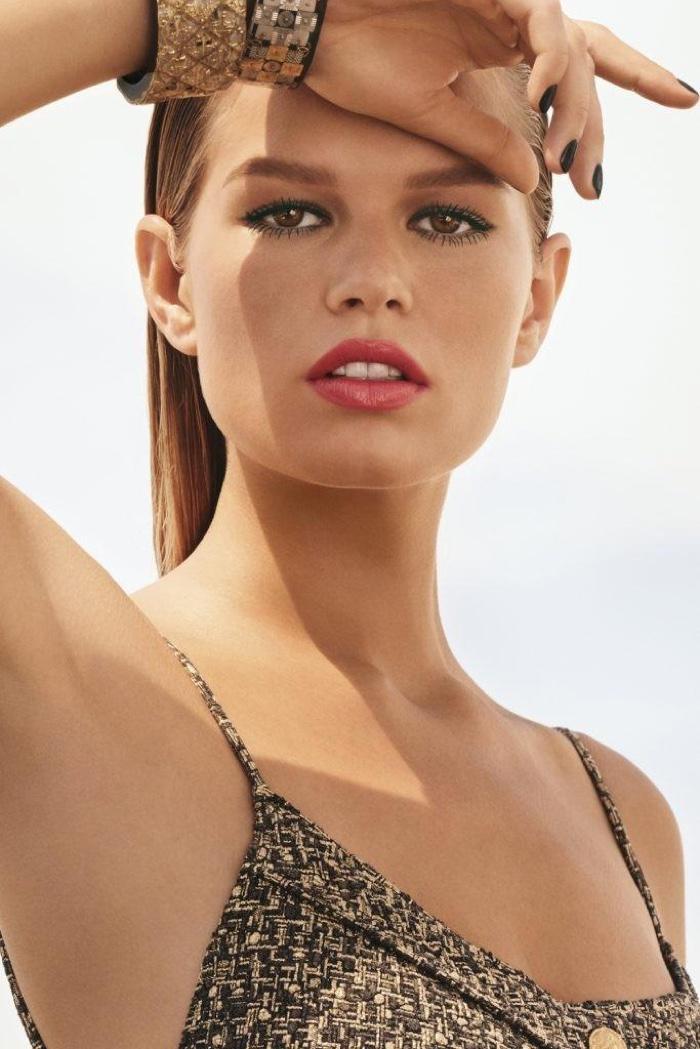 Анна Эверс показала модный макияж в рекламной кампании Chanel