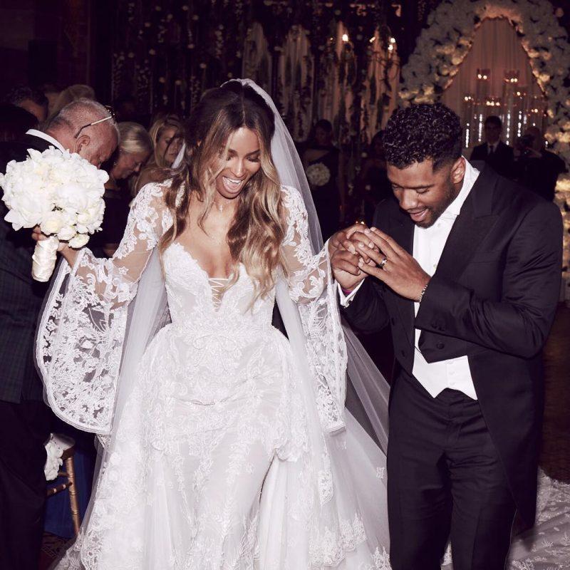 Сиара сразила наповал роскошным свадебным платьем от Cavalli фото