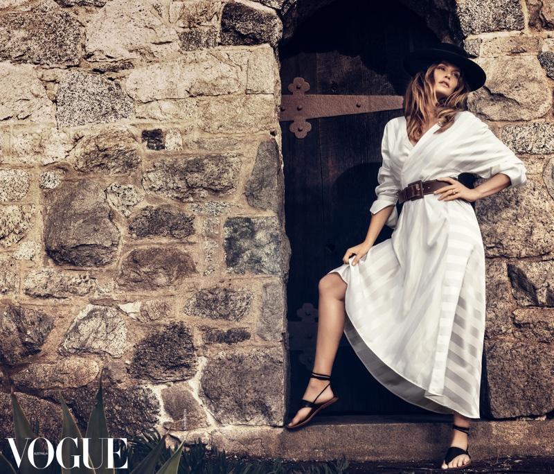 Невероятная Синди Кроуфорд появилась на обложке журнала Vogue (ФОТО)
