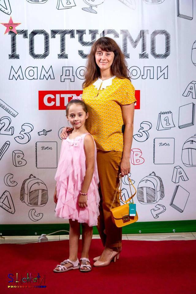 Скоро в школу: как в ТРК City Mall дети мам в школу собирают