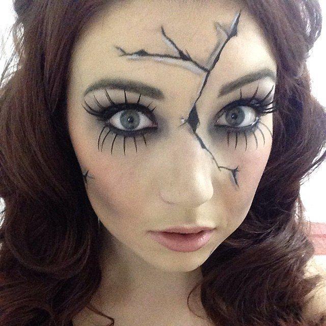 Не склеить разбитое: идея для самого простого варианта макияжа на Хэллоуин!Не склеить разбитое: идея для самого простого варианта макияжа на Хэллоуин!