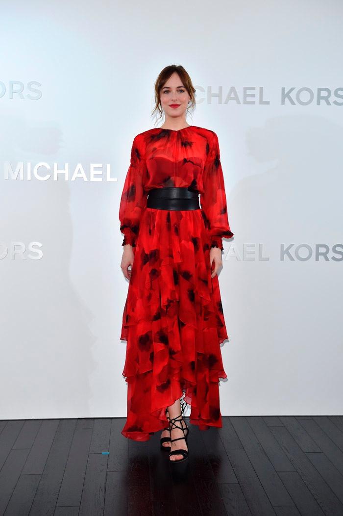 Образ дня: Дакота Джонсон платье из новой коллекции Michael Kors