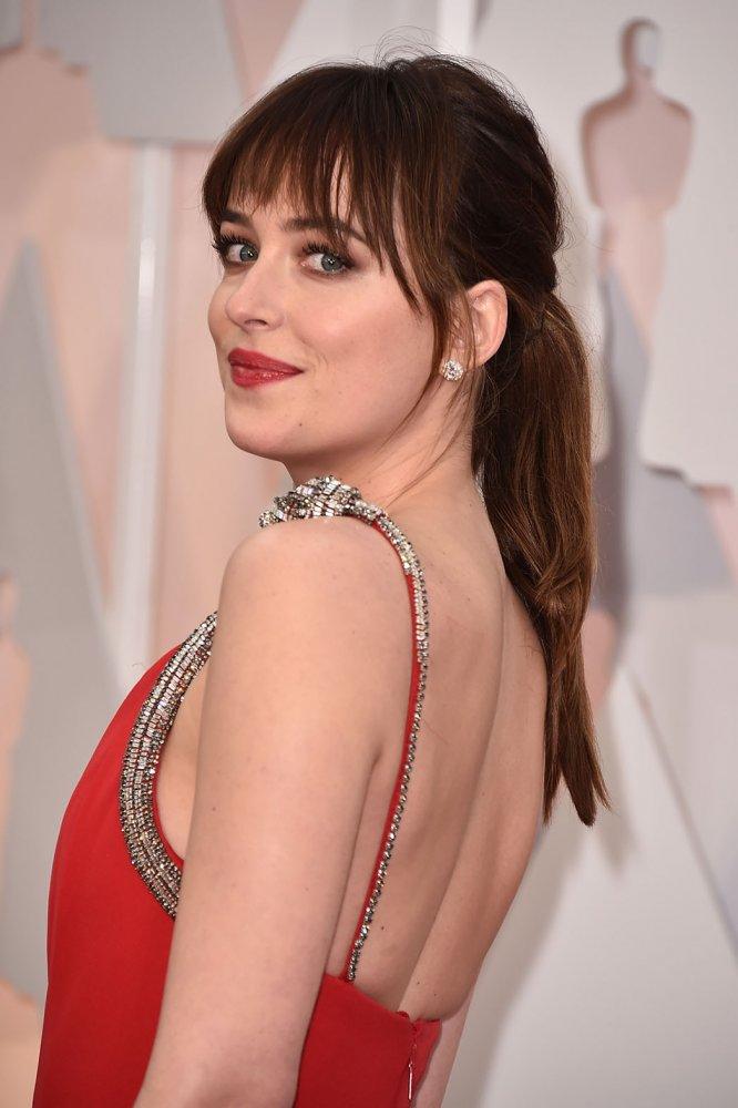 "Дакота Джонсон надела на ""Оскар"" украшений на 2 миллиона"