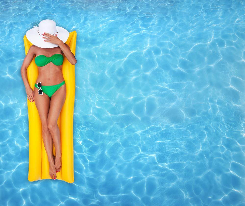 Плескаться с пользой: как подтянуть фигуру не вылезая из бассейна